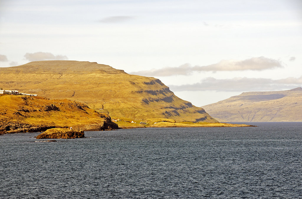 färöer inseln - vom schiff aus - hoyvik