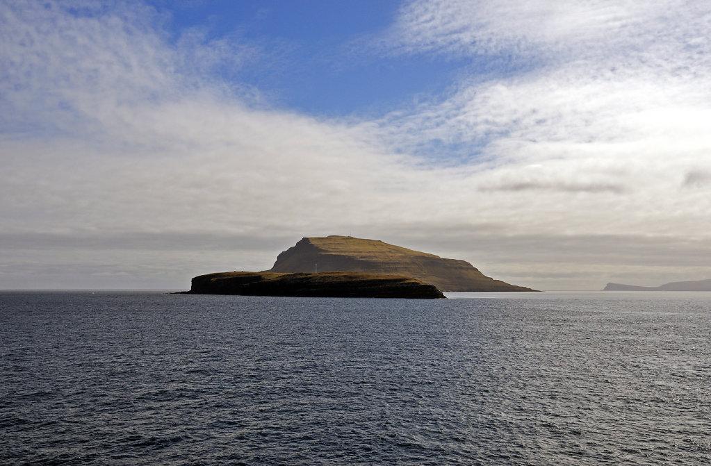 färöer inseln - vom schiff aus - nólsoy