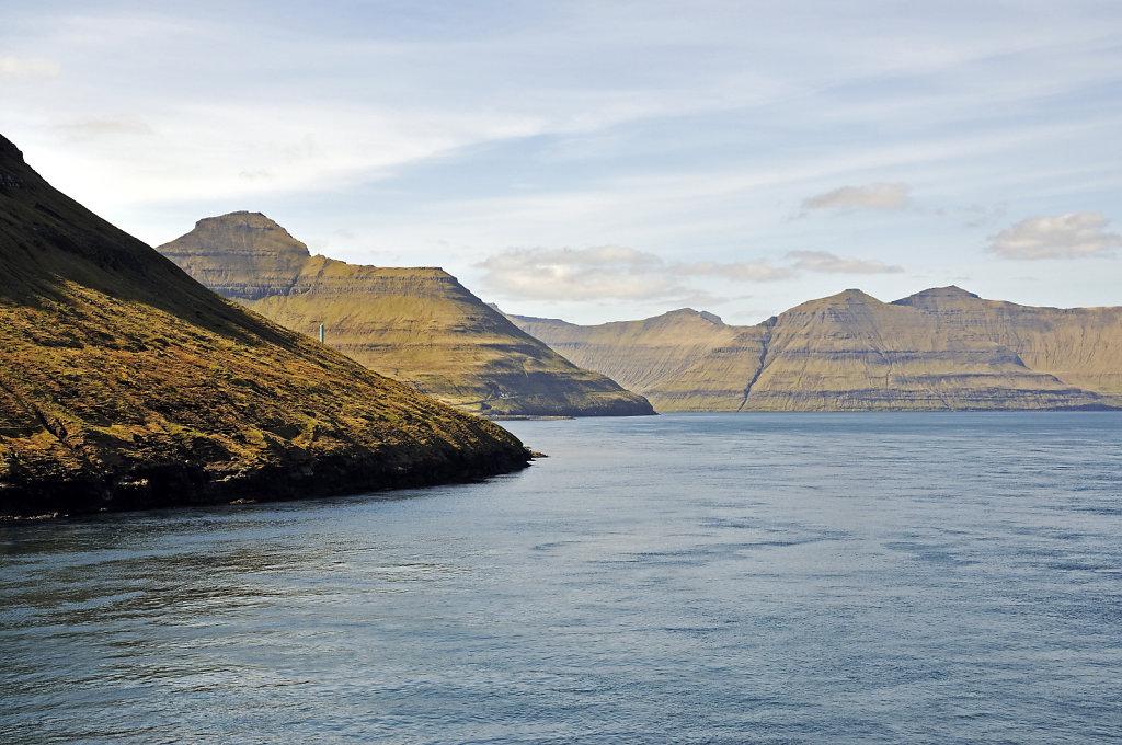 färöer inseln - vom schiff aus - leirvikfjord