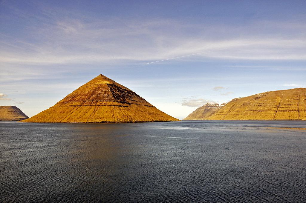 färöer inseln - vom schiff aus - kalsoy