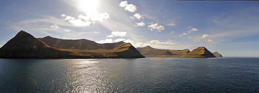 färöer inseln - vom schiff aus - oyndarfjord teilpanorama