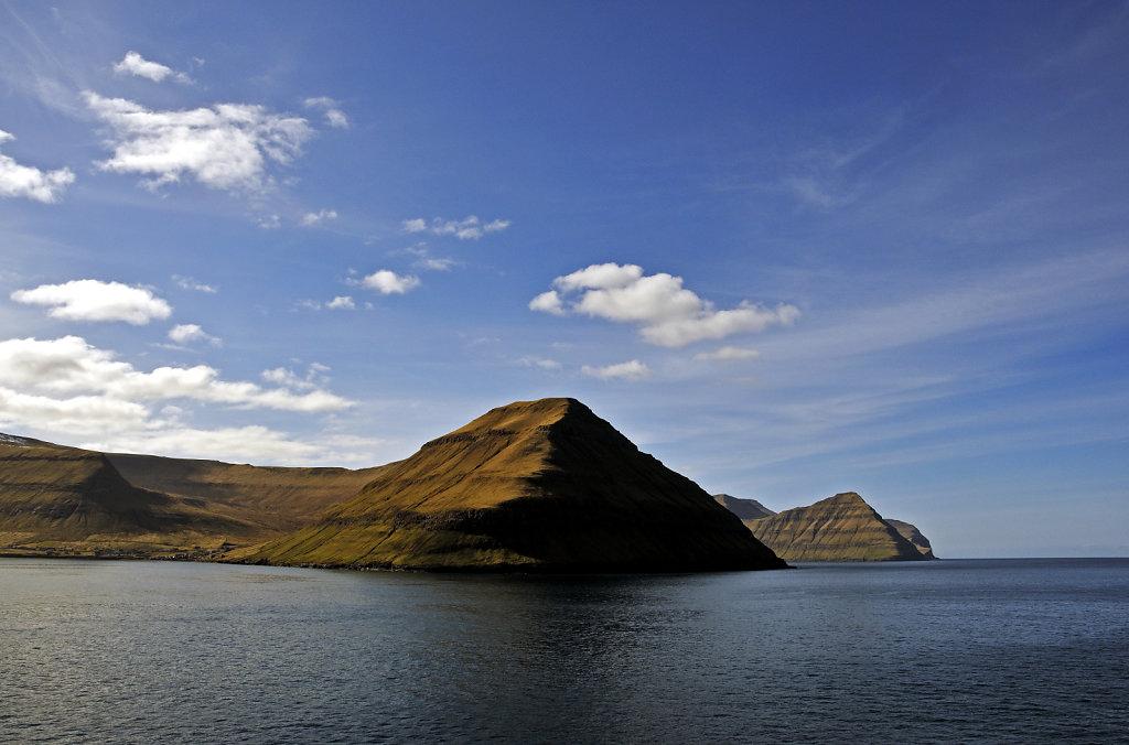 färöer inseln - vom schiff aus - funningsrfjord