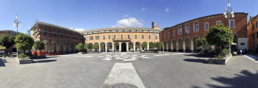 cinque terre – levanto - piazza cavour- teilpanorama