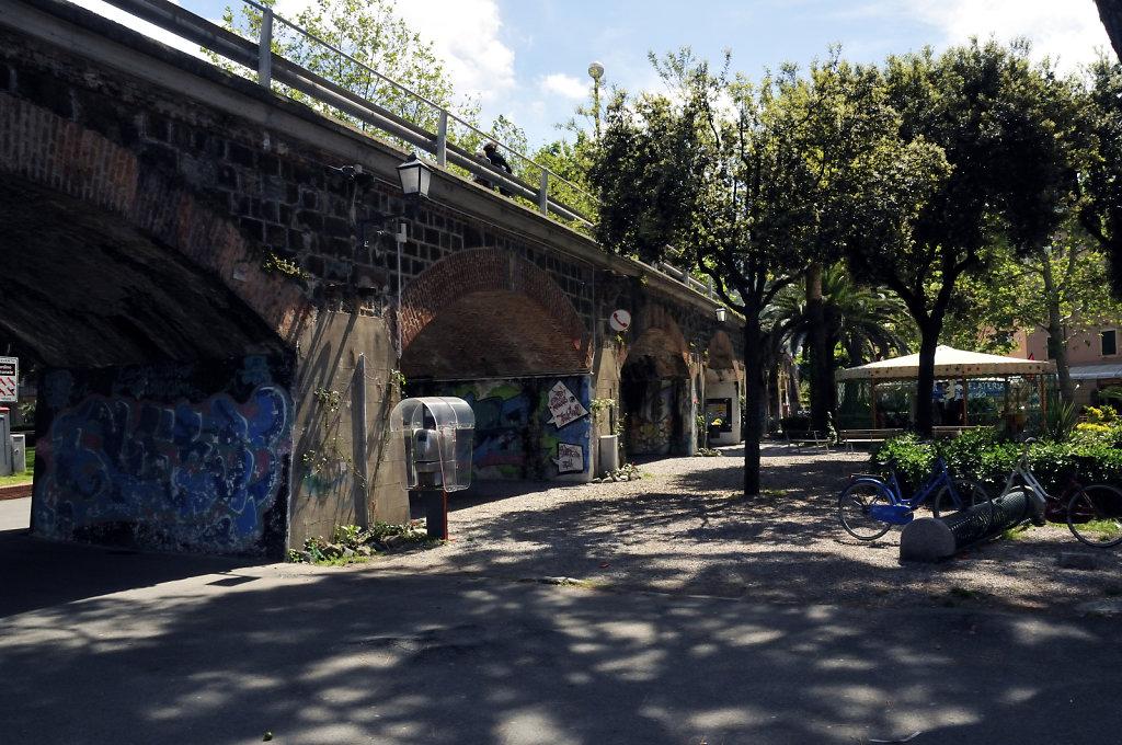 cinque terre – levanto - unter der promenade