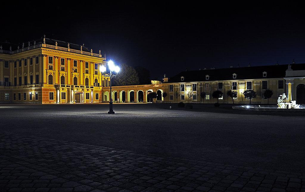 österreich - wien - night shots – schloss schönbrunn - der e