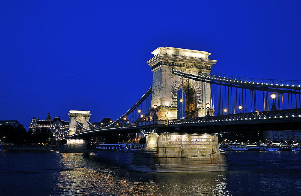 ungarn - budapest - night shots - kettenbrücke teil 2