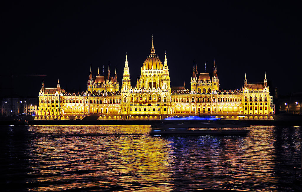 ungarn - budapest - night shots - parlament teil 5