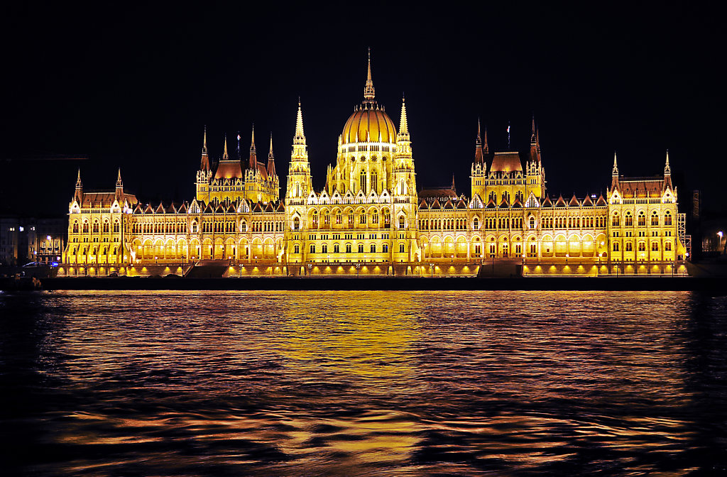 ungarn - budapest - night shots - parlament teil 2