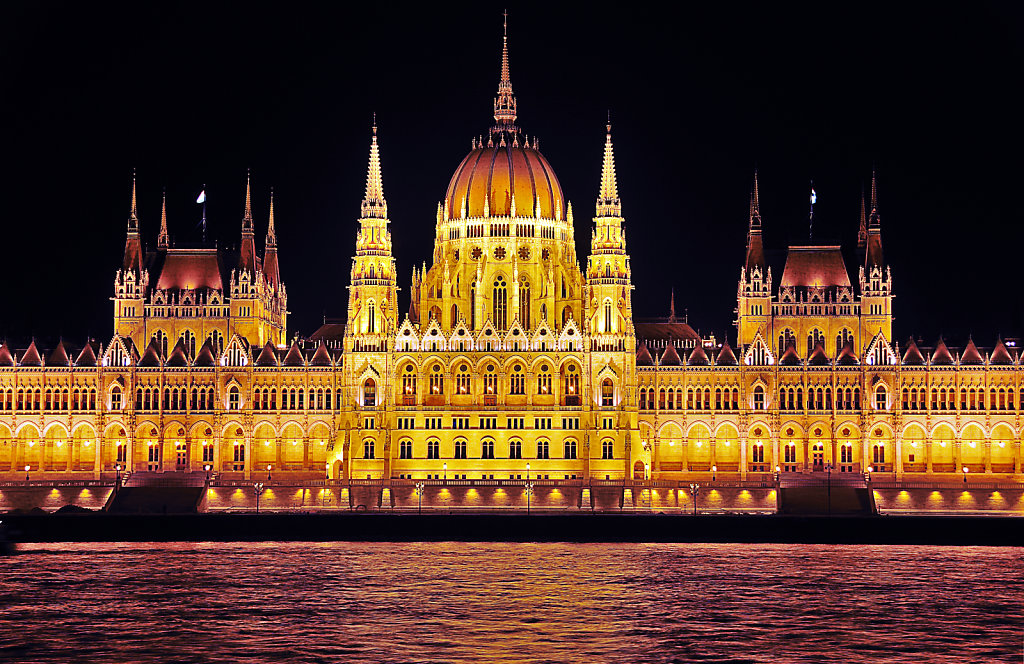 ungarn - budapest - night shots - parlament detail teil 2