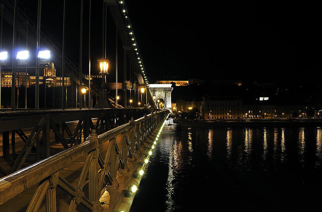 ungarn - budapest - night shots - kettenbrücke teil 8