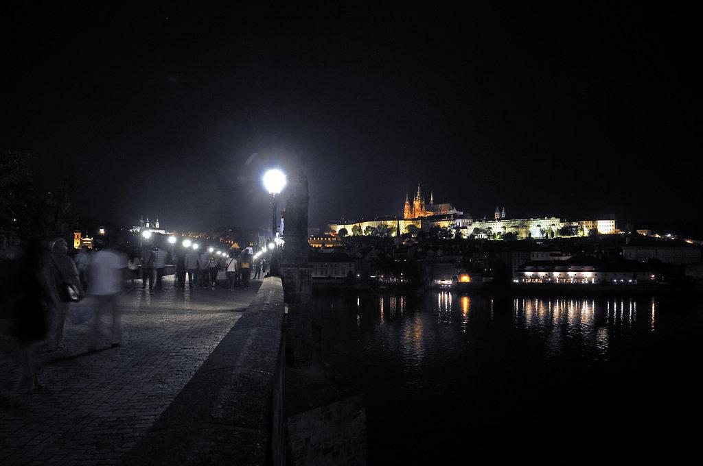 tschechien - prag - night shots - auf der karlsbrücke