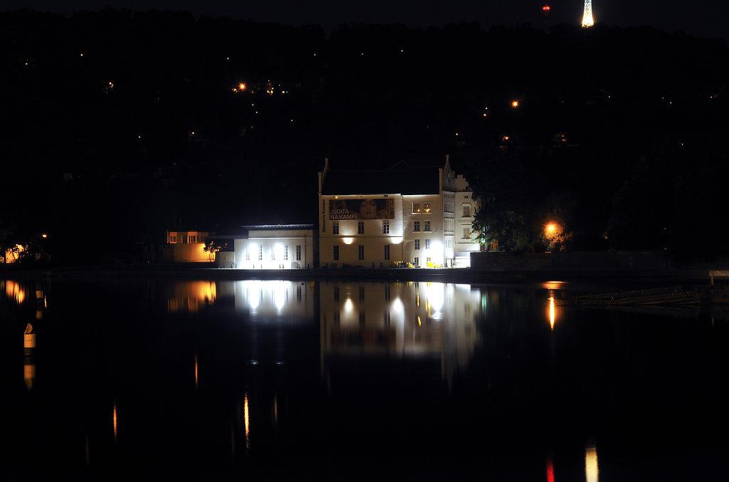 tschechien - prag - night shots - museum kampa