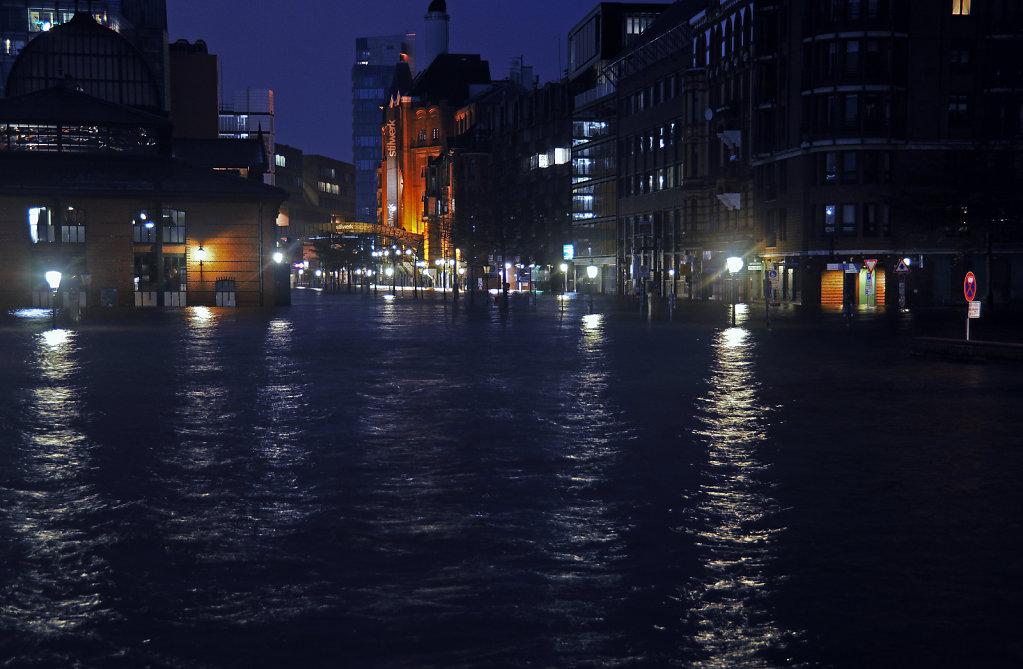 hamburg - sturmflut dezember 2013 – land unter