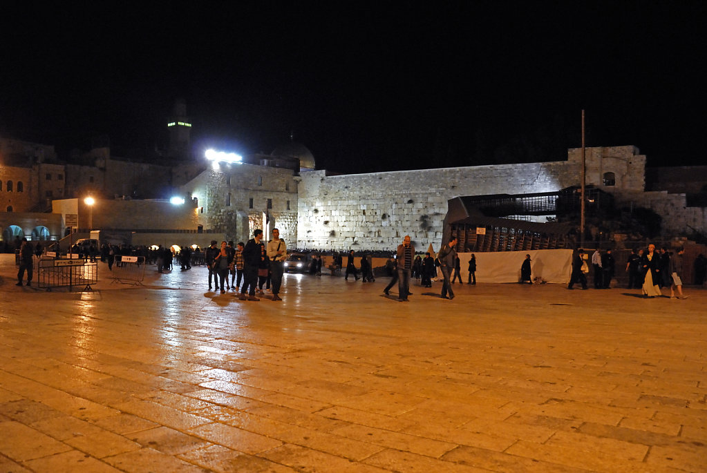 israel – jerusalem - western wall plaza nachts