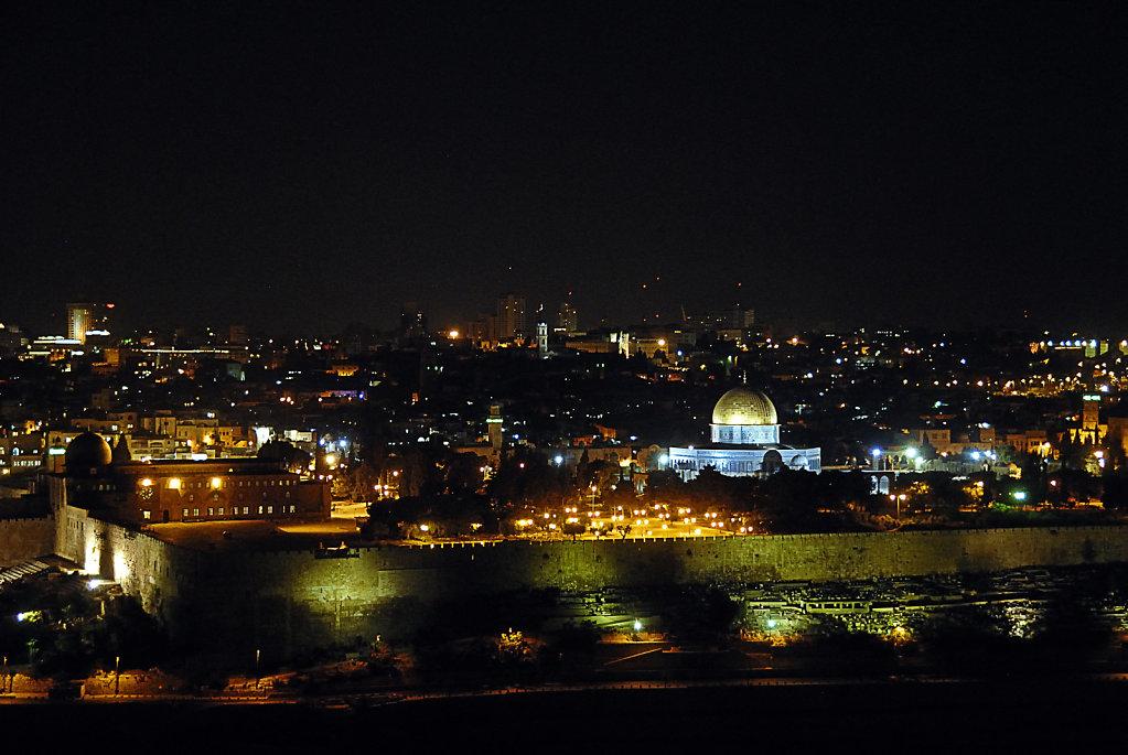 israel – jerusalem - blick vom ölberg nachts - der tempelberg