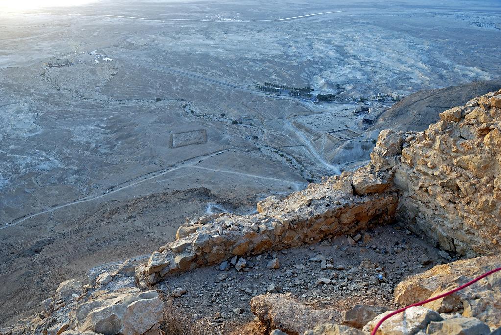 israel- totes meer - masada - blick hinab
