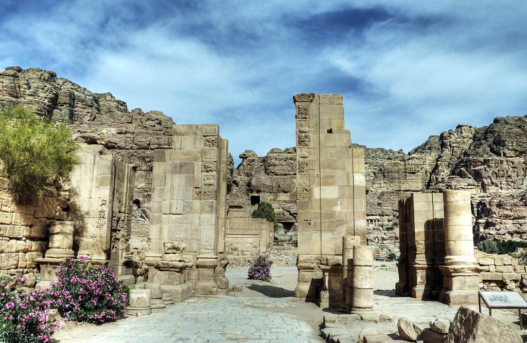 jordanien - petra - das temenos tor
