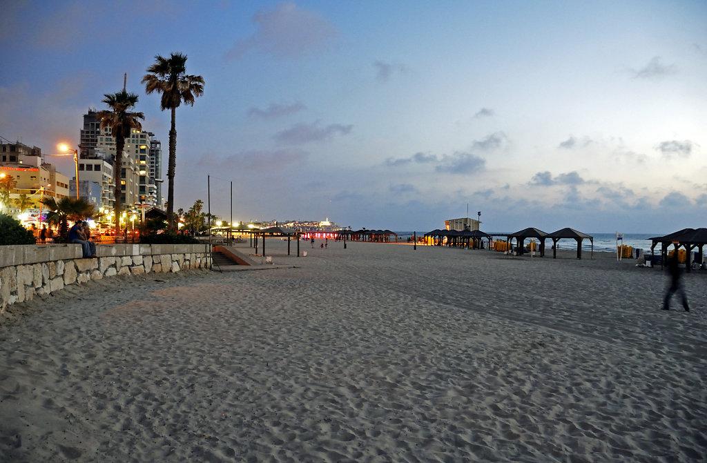 israel – tel aviv - am strand nachts