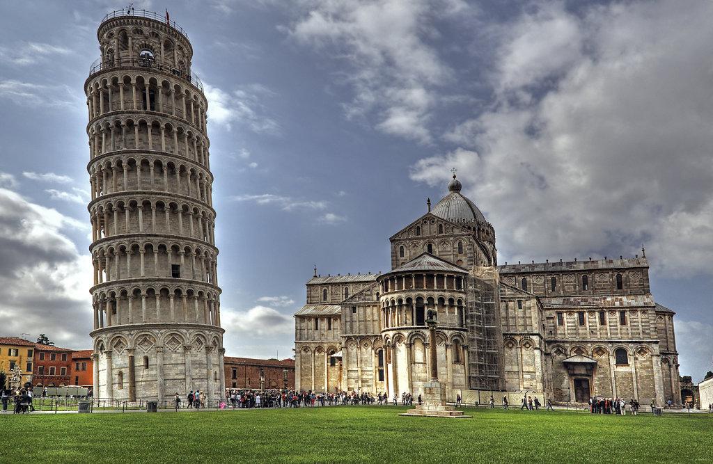 italien - pisa - der schiefe turm und der dom
