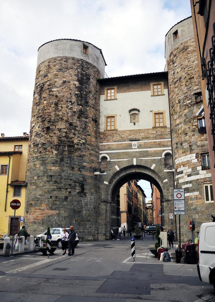 italien- lucca - porta san gervasio