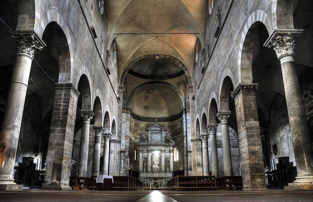italien- lucca - chiesa santa maria bianca -  der innenraum