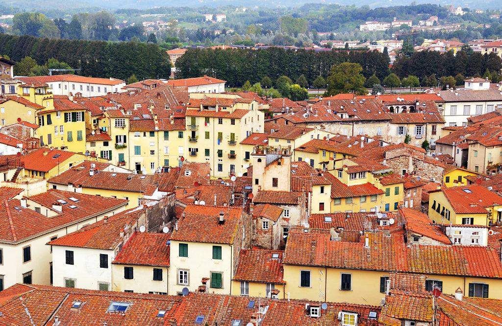 italien- lucca - blick auf die stadt nördlich