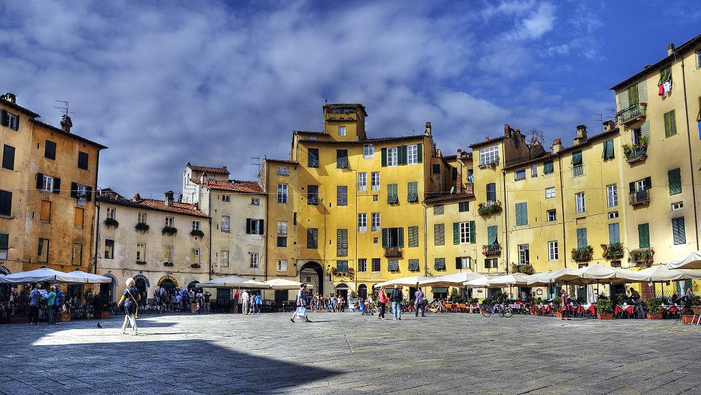 italien- lucca -  piazza anfiteatro