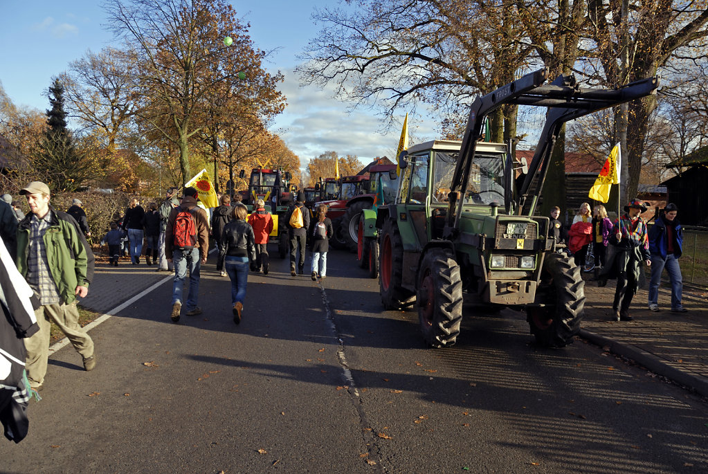 castor november 2010 –    treckerblockade in splietau (01)