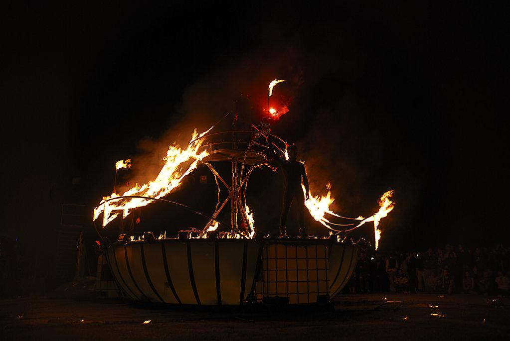 fusion festival 2008 nachts  (03) - überfluss -  teil 2