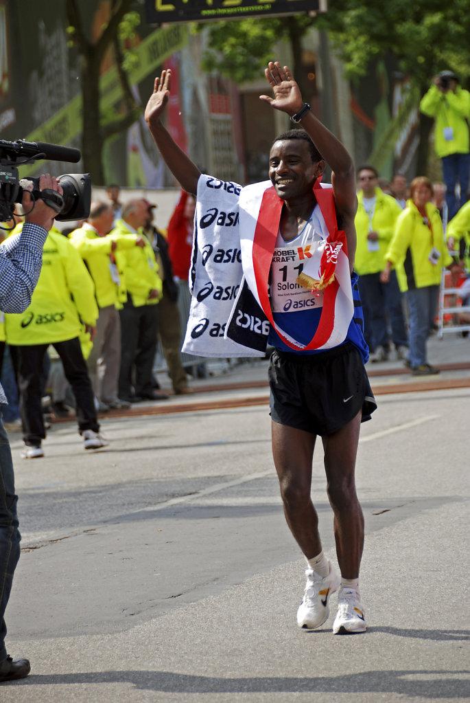 hamburg marathon 2009 -  ehrenrunde solomon tside