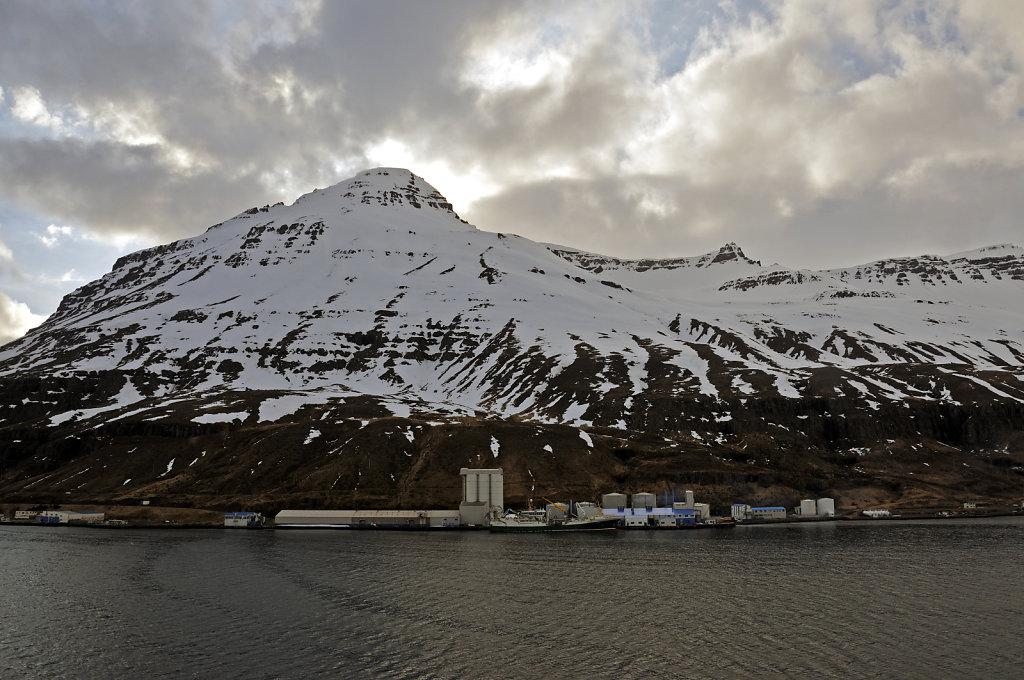island – seydisfjördur (21) – der ort vom schiff aus teil 2