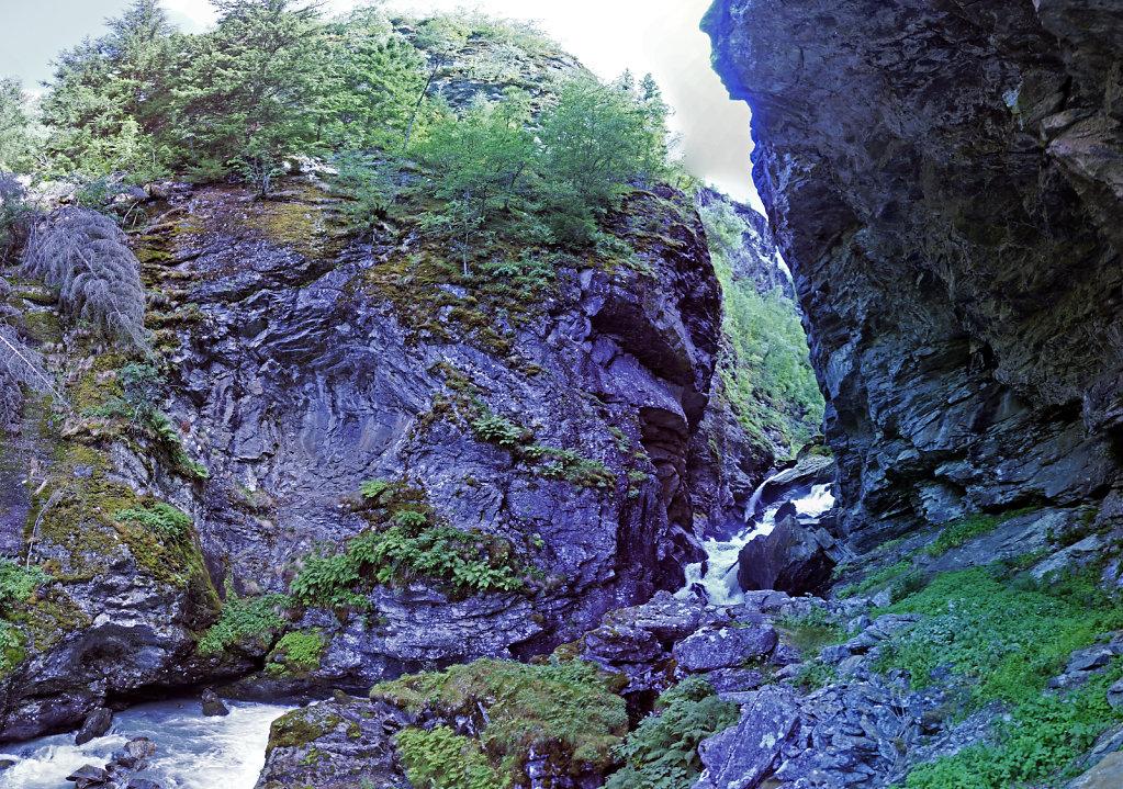 norwegen (109)  - geiranger - aufstieg zur alm -teilpanorama