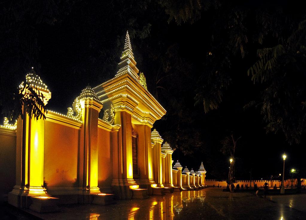 kambodscha - phnom penh - nachts (17) -teilpanorama zwei